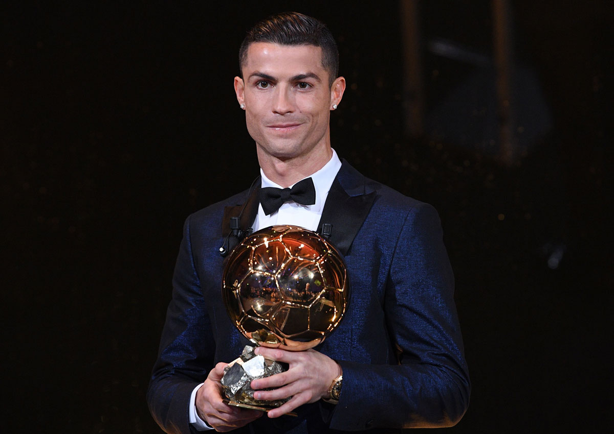 cristiano_ronaldo_with_trophy